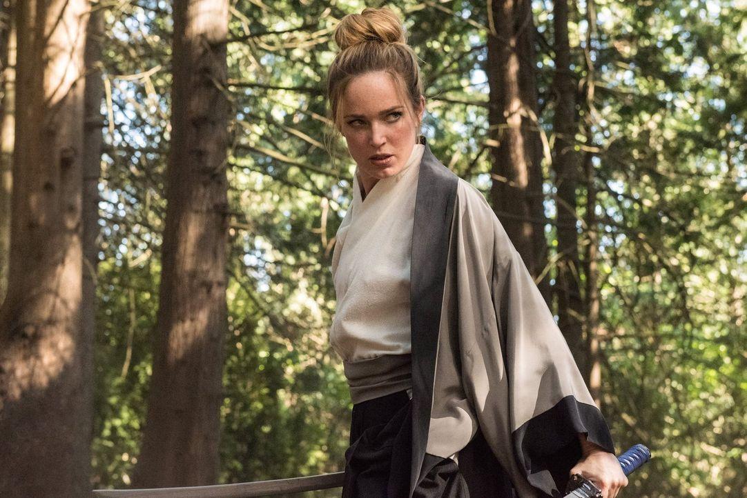 Sara (Caithy Lotz) und die Legends müssen einen mittelalterlichen Samurai-König aufhalten, nachdem dieser durch Rays Anzug zu noch mehr Macht gekomm... - Bildquelle: Warner Brothers