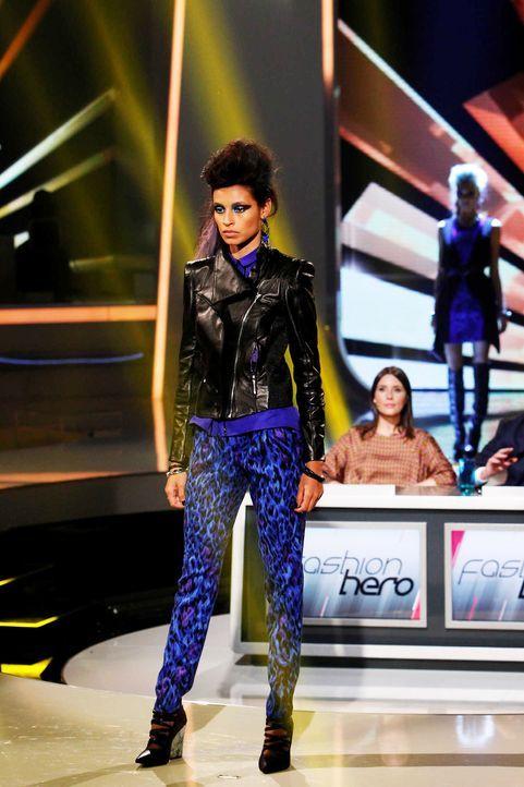 Fashion-Hero-Epi07-Gewinneroutfits-Rayan-Odyll-s-Oliver-02-Richard-Huebner - Bildquelle: Richard Huebner