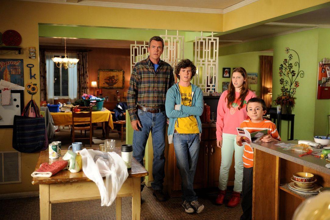 Das unmögliche Verhalten eines Familienmitglieds bringt für die gestresste Frankie das Fass zum Überlaufen. Sie braucht Abstand von Mike (Neil Flynn... - Bildquelle: Warner Brothers