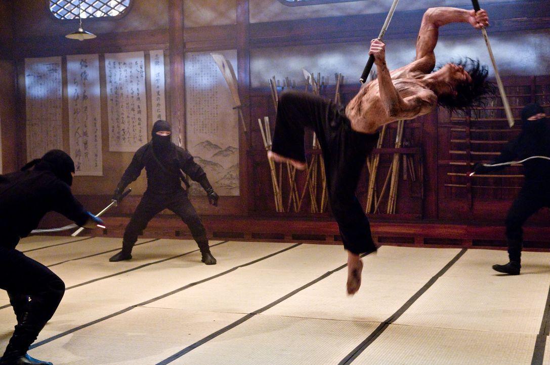 Ein Kampf auf Leben und Tod und voller Schwerter, Wurfsterne, Dolche und anderer fieser, tödlicher Waffen beginnt für Raizo (Rain, r.) ... - Bildquelle: 2009 Warner Brothers