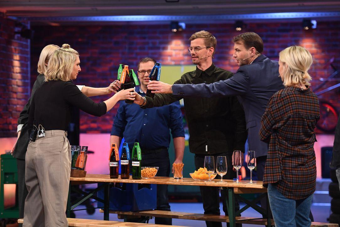 (v.l.n.r.) Lea-Sophie Cramer; Joko Winterscheidt; Hans-Jürgen Moog; Janin Ullmann - Bildquelle: Willi Weber ProSieben / Willi Weber