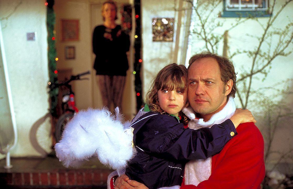 Mauser (Uwe Ochsenknecht) kann endlich sein kleines Töchterchen in die Arme schließen. Doch nicht lange ... - Bildquelle: ProSieben