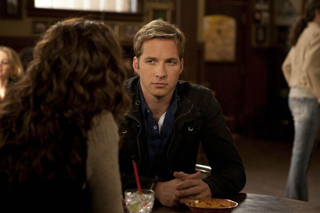 Ben (Ryan Hansen) trifft eine Ex-Freundin, die ihn verlassen hat. Doch wie sich herausstellt, hatte sie einen Unfall und kann sich nicht mehr an ihn... - Bildquelle: NBC Universal, Inc.