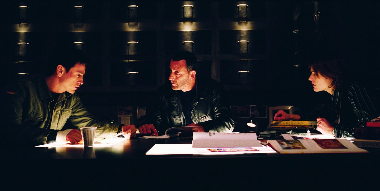 Machen sich auf, ein sakrales Geheimnis aus dem Klosterkeller zu lüften: (v.l.n.r.) Reda (Benoit Magimel), Kommissar Niemans (Jean Reno) und Marie... - Bildquelle: Tobis Film GmbH & Co. KG