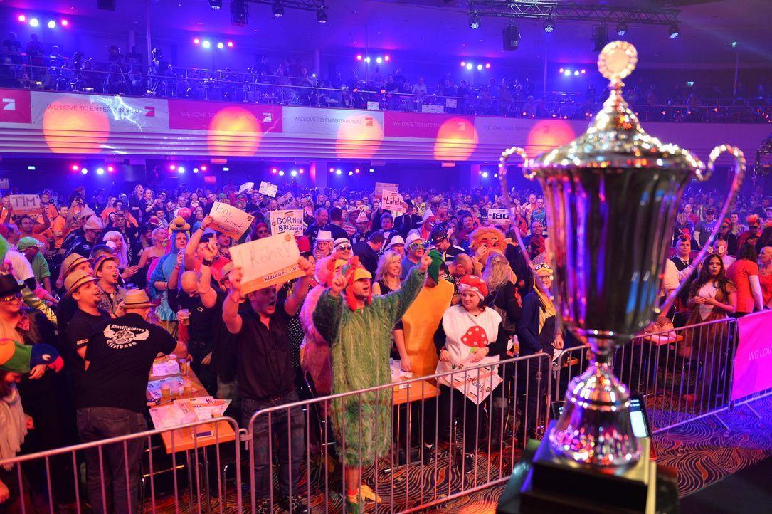 Wer wird den Promi-Darts-WM Pokal in diesem Jahr mit nach Hause nehmen? - Bildquelle: Willi Weber ProSieben