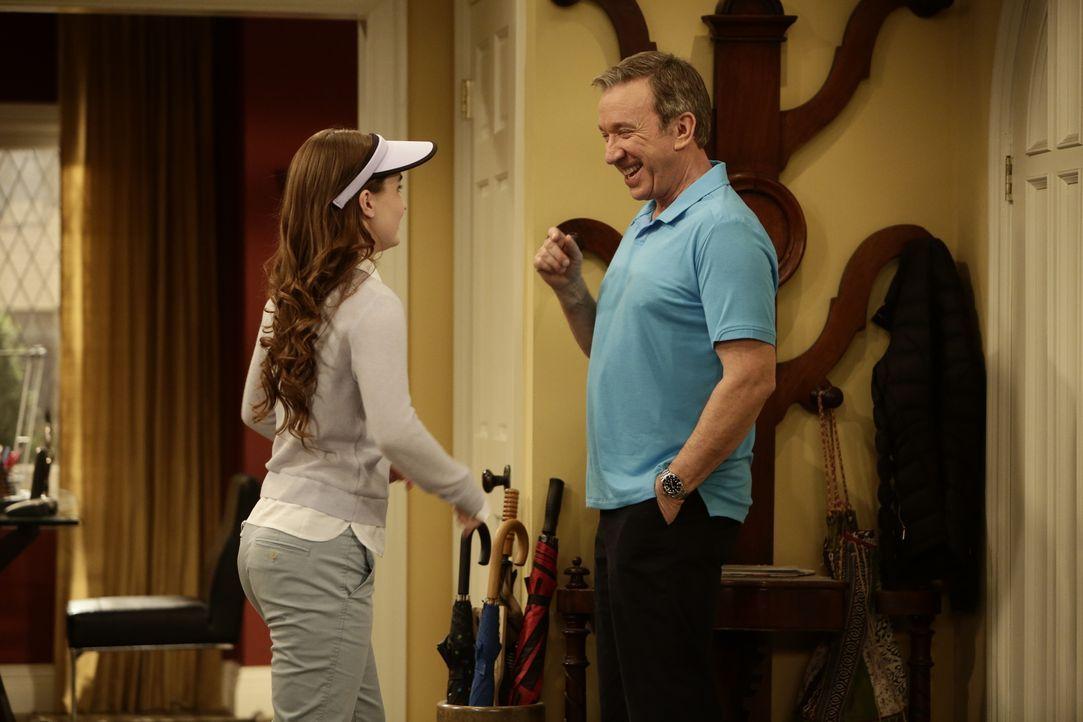 Eve (Kaitlyn Dever, l.) geht neuerdings mit Mike (Tim Allen, r.) golfen. Sie hat es aber nicht leicht den Vorstellungen ihres Vaters zu entsprechen.... - Bildquelle: 2014-2015 American Broadcasting Companies. All rights reserved.