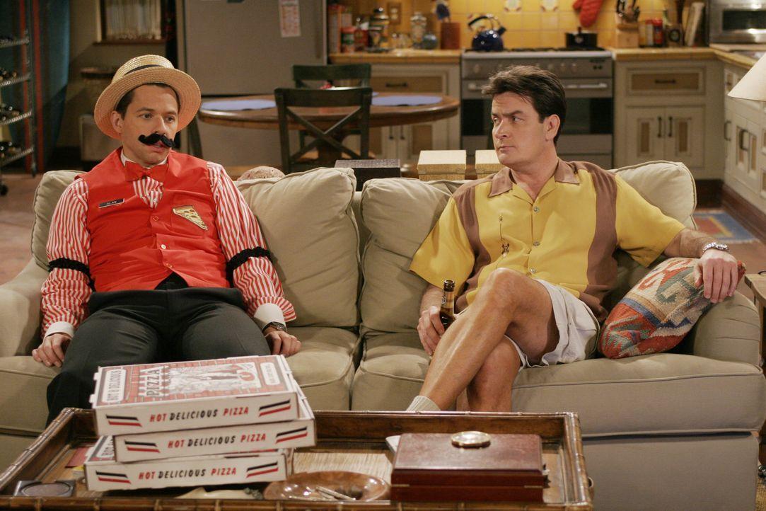 Alan Harper (Jon Cryer, l.): Charlie Harper (Charlie Sheen, r.) - Bildquelle: Warner Bros. Entertainment, Inc.