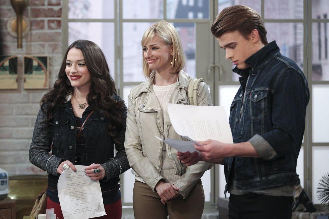 Wird es Caroline (Beth Behrs, M.) und Max (Kat Dennings, l.) tatsächlich gelingen, als Manager für Nash (Austin Falk, r.) aufzutreten und ihm Modelj... - Bildquelle: Warner Bros. Television