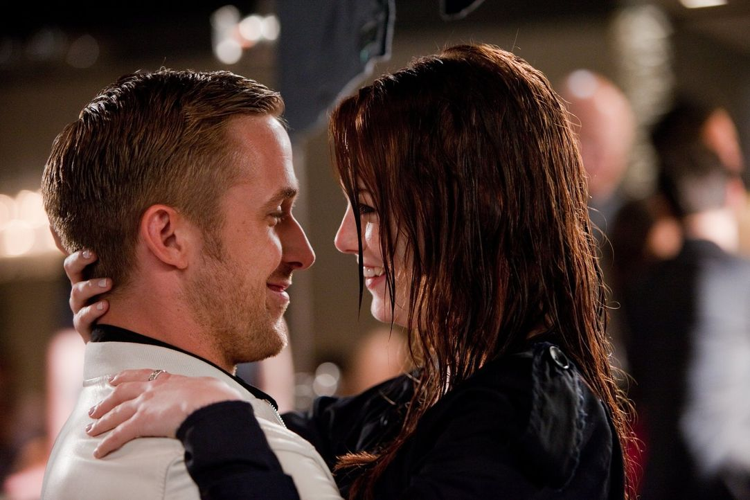 Hat die Liebe zwischen dem eigentlichen Womanizer Jacob (Ryan Gosling, l.) und der lieben Hannah (Emma Stone, r.) eine Chance? - Bildquelle: Warner Bros.