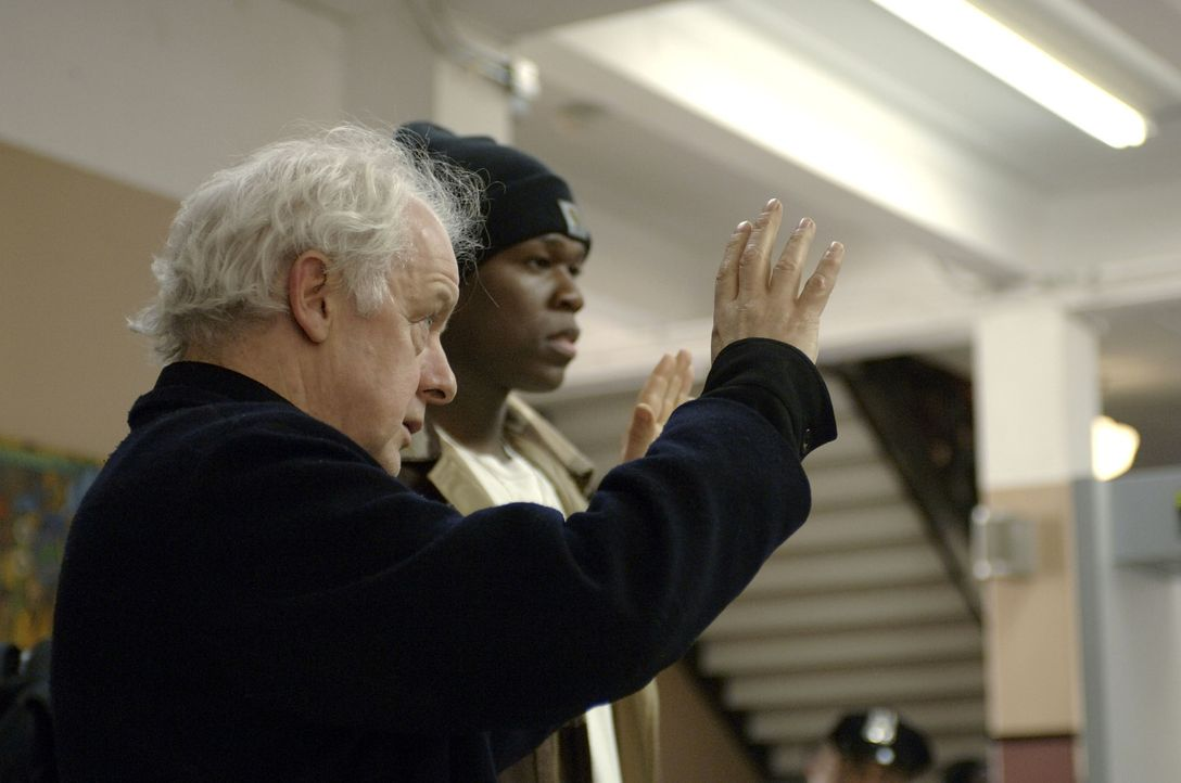 Regisseur Jim Sheridan, l. und sein Hauptdarsteller 50 Cent, r. - Bildquelle: 2005 by PARAMOUNT PICTURES. All Rights Reserved.