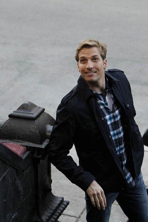 Ben (Ryan Hansen) lernt Kat kennen, eine bezaubernd schön aussehende Frau. Nur eins nervt, sie trägt zu jeder Gelegenheit einen Hut ... - Bildquelle: NBC Universal, Inc.