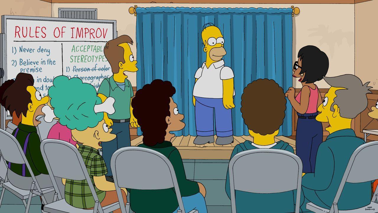 Nachdem Homer bei einer Rede im Kernkraftwerk versagt hat, nimmt Marge ihn in den Stand-up-Improvisations-Comedy-Club mit. Begeistert von dieser Kun... - Bildquelle: 2015 Fox and its related entities.  All rights reserved.