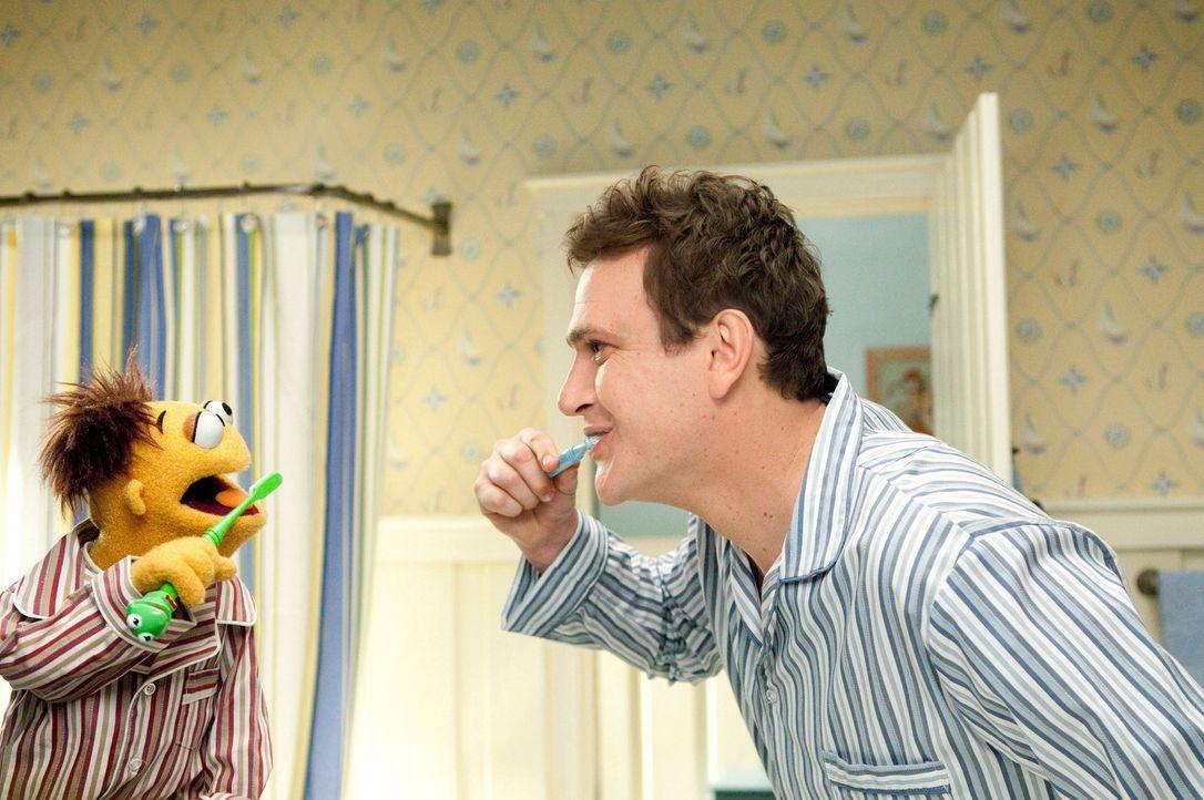 Als der große Muppets Fan Gary (Jason Segel, r.) per Zufall erfährt, dass die Muppet-Studios abgerissen werden sollen, macht er sich gemeinsam mit s... - Bildquelle: The Muppets Studio, LLC. All rights reserved