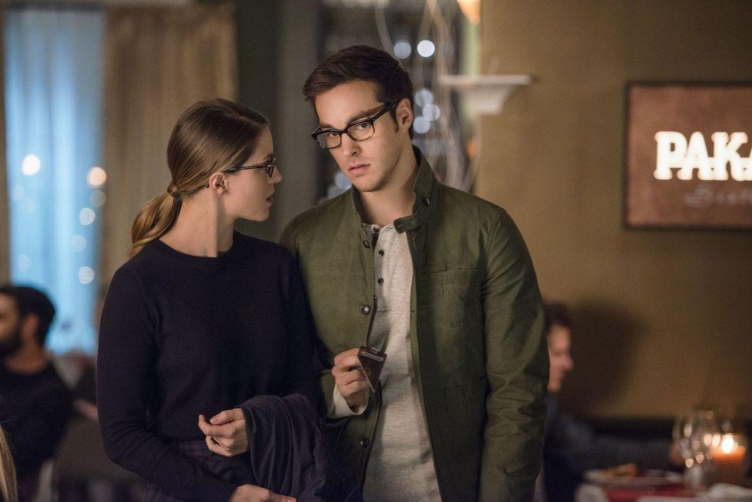 Mit Jack Spheer stimmt etwas nicht, da sind sich Kara (Melissa Benoist, l.) und Mon-El (Chris Wood, r.) einig. Doch was führt dieser im Schilde? - Bildquelle: 2016 Warner Brothers