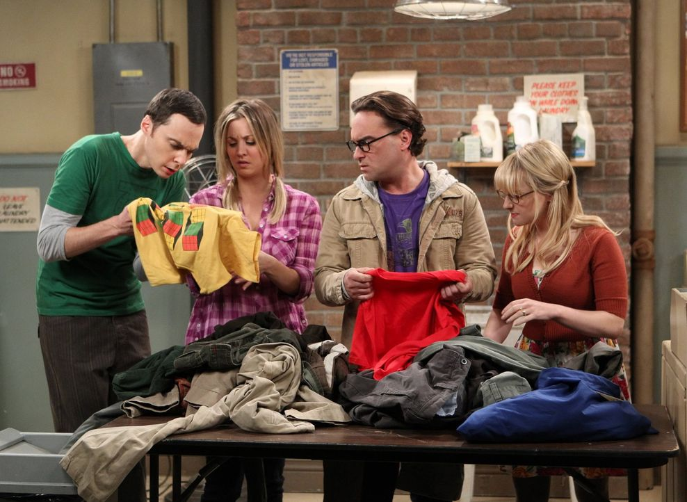 Eine ganz besondere Schnitzeljagd wartet auf Sheldon (Jim Parsons, l.), Leonard (Johnny Galecki, 2.v.r.), Penny (Kaley Cuoco, 2.v.l.) und Bernadette... - Bildquelle: Warner Brothers