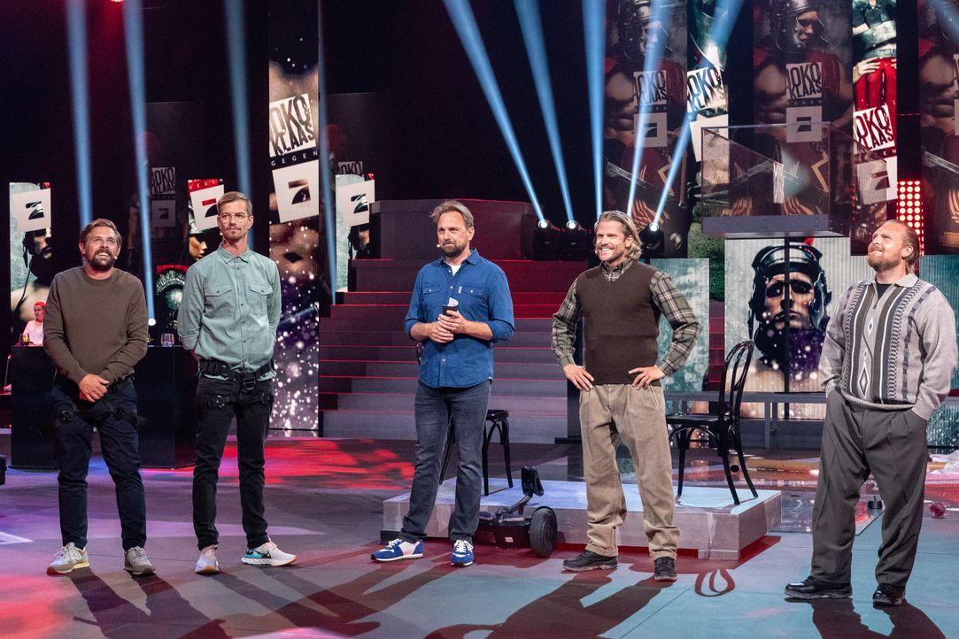 (v.l.n.r.) Klaas Heufer-Umlauf; Joko Winterscheidt; Steven Gätjen; Paul Janke; Axel Stein - Bildquelle: Jens Hartmann ProSieben / Jens Hartmann