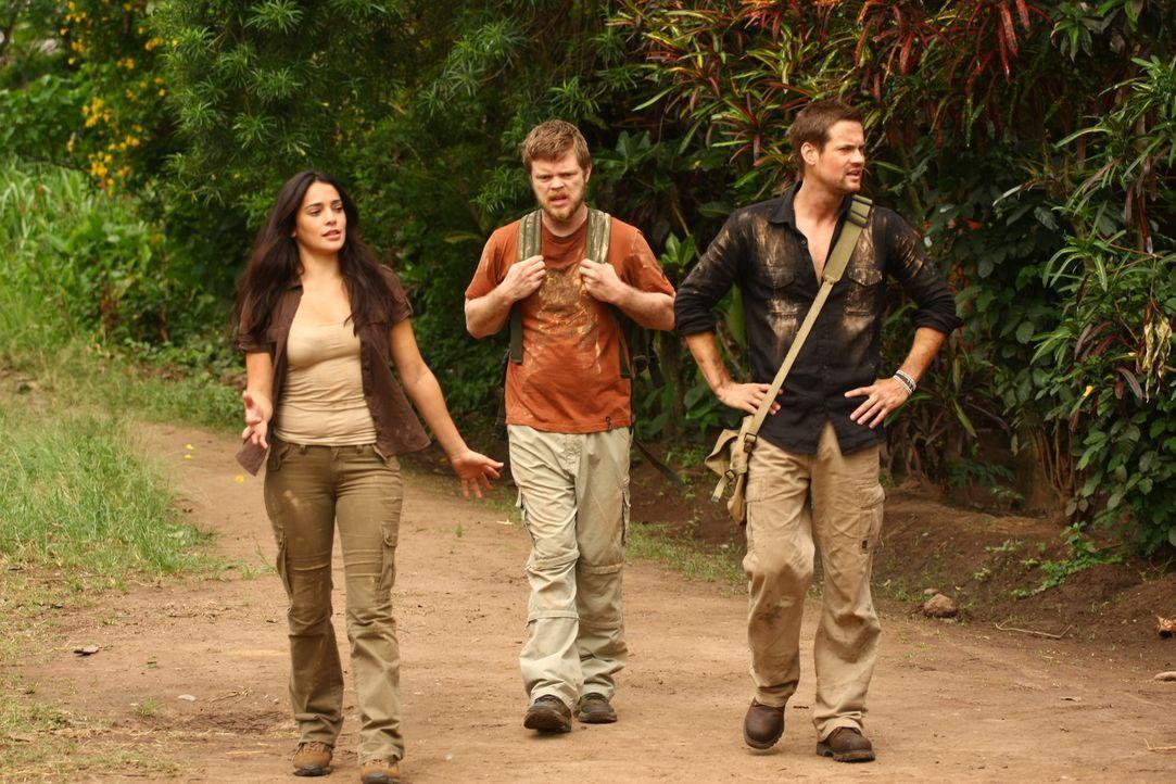 Kaum in Peru angekommen, stößt Jack (Shane West, r.) auf Gordon (Elden Henson, l.) und seine Exfreundin Maria (Natalie Martinez, M.). Gemeinsam gehe...