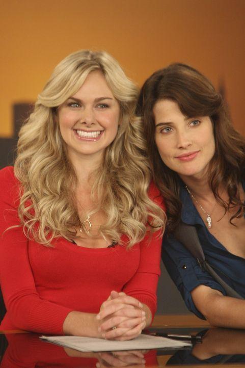 Während Marshall von seinem Vater wichtige Tipps erhält, ärgert sich Robin (Cobie Smulders, r.) immer mehr über ihre neue Co-Moderatorin Beckyn... - Bildquelle: 20th Century Fox International Television