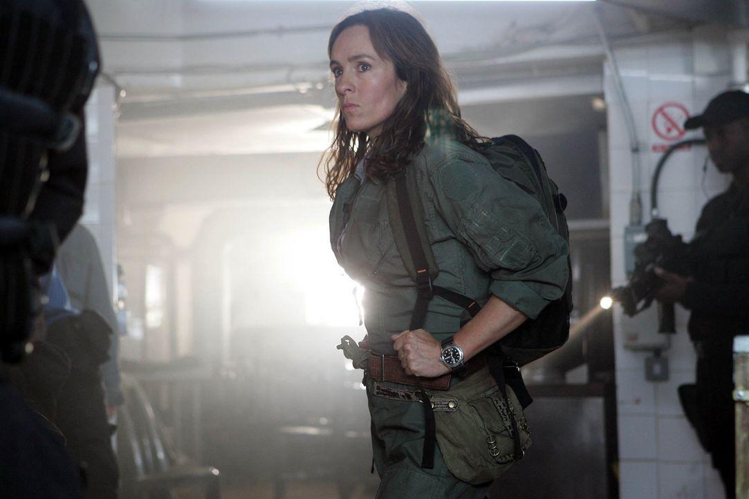 Warnt vor gefährlichen Säbelzahnkatzen: Helen (Juliet Aubrey) ... - Bildquelle: ITV Plc