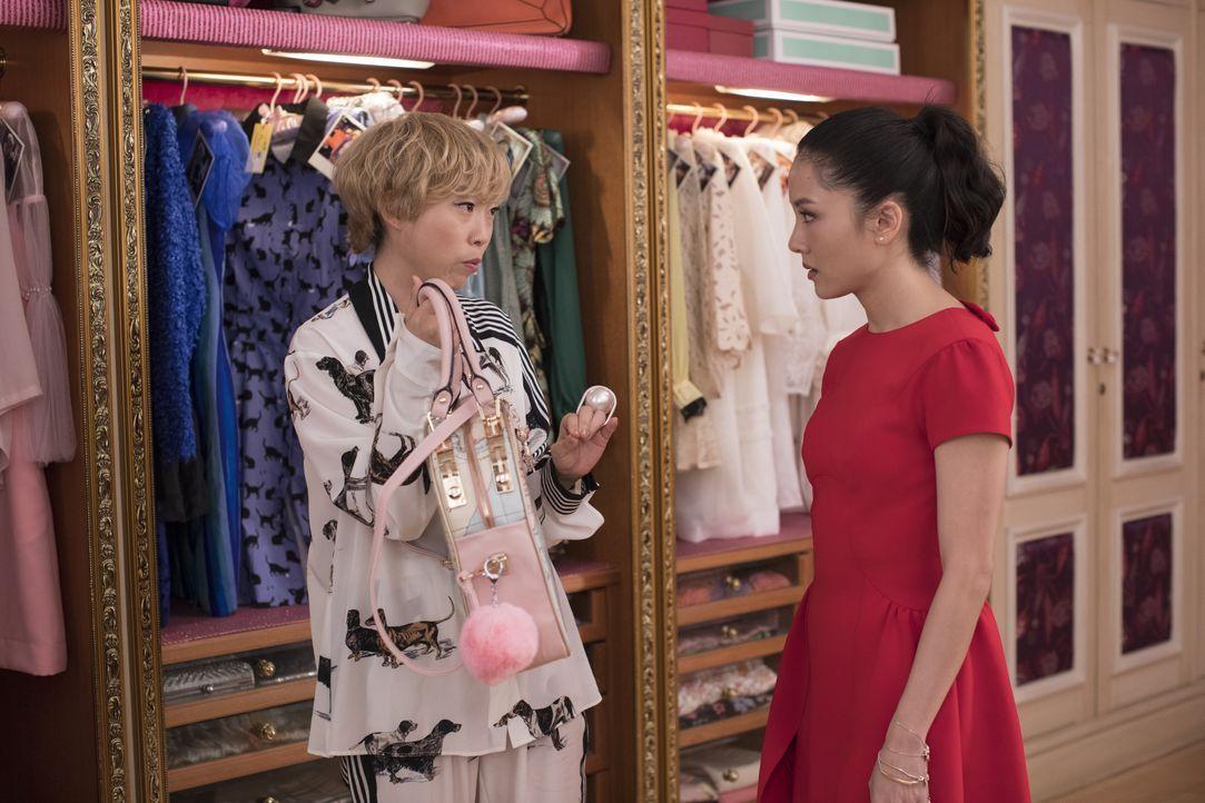 Peik Lin Goh (Awkwafina, l.); Rachel Chu (Constance Wu, r.) - Bildquelle: Warner Bros. Entertainment Inc. and Kimmel Distribution LLC.