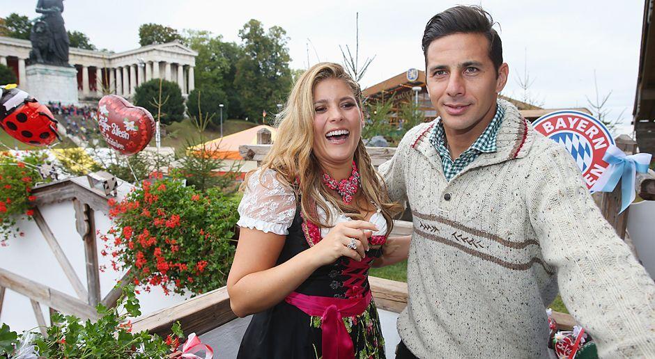 Claudio-Pizarro-oktoberfest-wiesn-13-10-06-dpa - Bildquelle: dpa