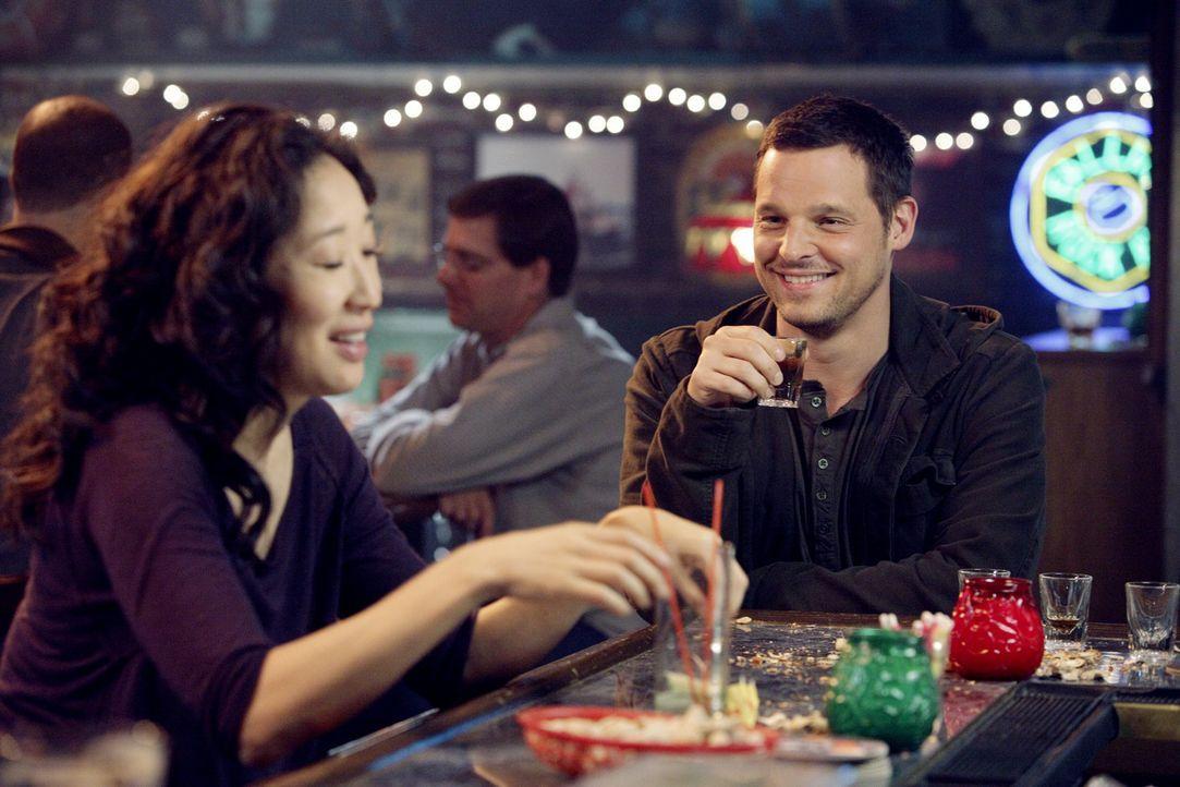 Während Cristinas (Sandra Oh, l.) Verhalten immer aufsässiger wird, steht Alex (Justin Chambers, r.) vor einer schwierigen Entscheidung ... - Bildquelle: ABC Studios