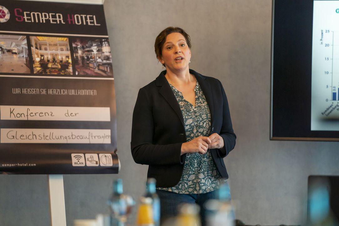 Frau Eilers (Anne Weinknecht) - Bildquelle: Oliver Feist JOYN/ProSieben / Oliver Feist