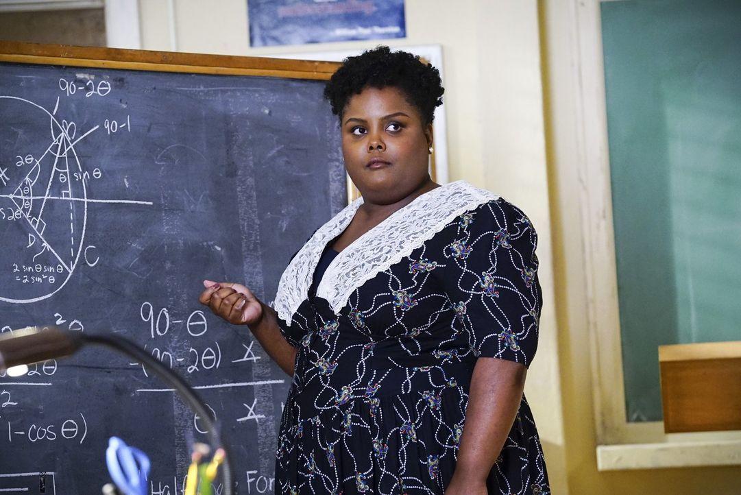 Wie wird Ms. Ingram (Danielle Pinnock) regieren, wenn Sheldon tatsächlich auf eine Schule für Hochbegabte geschickt wird und damit endlich nicht meh... - Bildquelle: Warner Bros.