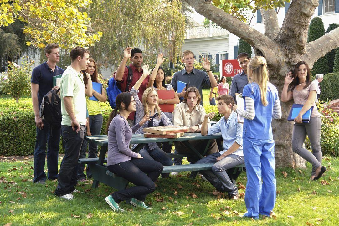 Dr. Mahoney (Eliza Coupe, vorne) - die Studentenberaterin hat für ihre neuen Schützlinge immer einen passenden Rat ... - Bildquelle: Touchstone Television