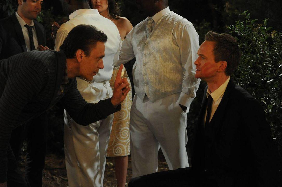 Nach vielen vergeblichen Versuchen möchte Marshall (Jason Segel, l.) Barney (Neil Patrick Harris, r.) die härteste Ohrfeige aller Zeiten verpassen -... - Bildquelle: 2014 Twentieth Century Fox Film Corporation. All rights reserved.