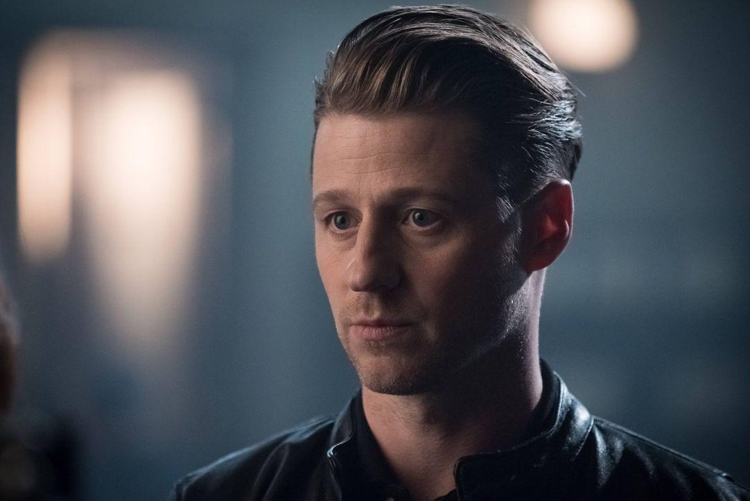 Gordon (Ben McKenzie) ist mittlerweile als Kopfgeldjäger in Gotham City unterwegs, während sich Penguin vor Fishs Rache fürchtet und eine Millionen... - Bildquelle: 2016 Warner Brothers