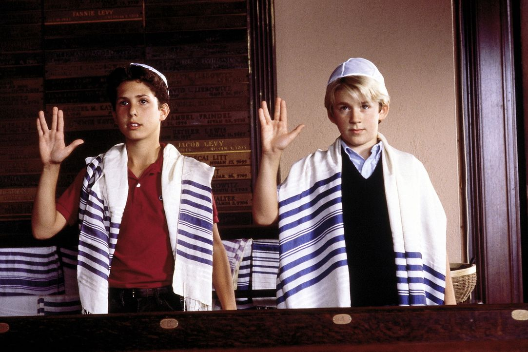 Glauben ist alles: Für die beiden Freunde Jake (Sam Goldberg, l.) und Brian (Michael Roman, r.) steht schon früh fest, dass sie in den Dienst Gott... - Bildquelle: SPYGLASS ENTERTAINMENT GROUP, LP