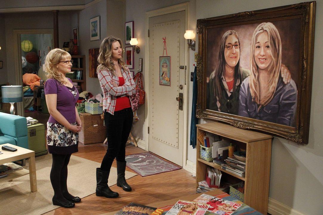 Sind von Amys Bild etwas geschockt: Bernadette (Melissa Rauch, l.) und Penny (Kaley Cuoco, r.) ... - Bildquelle: Warner Bros. Television