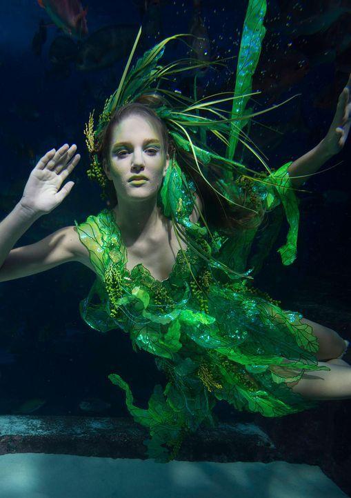 gntm-stf08-epi02-unterwasser-shooting-leandra-russ-kientschjpg 1410 x 2000 - Bildquelle: Russ Kientsch