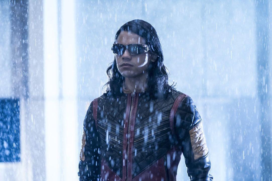 Als in Central City droht, alles außer Kontrolle zu geraten, macht sich Cisco (Carlos Valdes) auf den Weg zur Erde 19. Er will Gypsy überreden, ihne... - Bildquelle: 2016 Warner Bros.