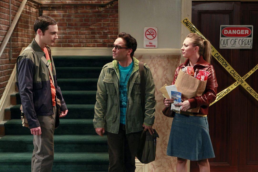 Sind sich nicht immer einig: Leonard (Johnny Galecki, M.), Sheldon (Jim Parsons, l.) und Penny (Kaley Cuoco, r.) ... - Bildquelle: Warner Bros. Television