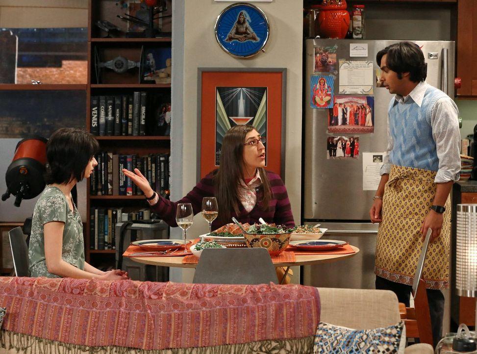 Ein ganz besonderes Kennenlernen: Lucy (Kate Micucci, l.), Raj (Kunal Nayyar, r.) und Amy (Mayim Bialik, M.) ... - Bildquelle: Warner Bros. Television
