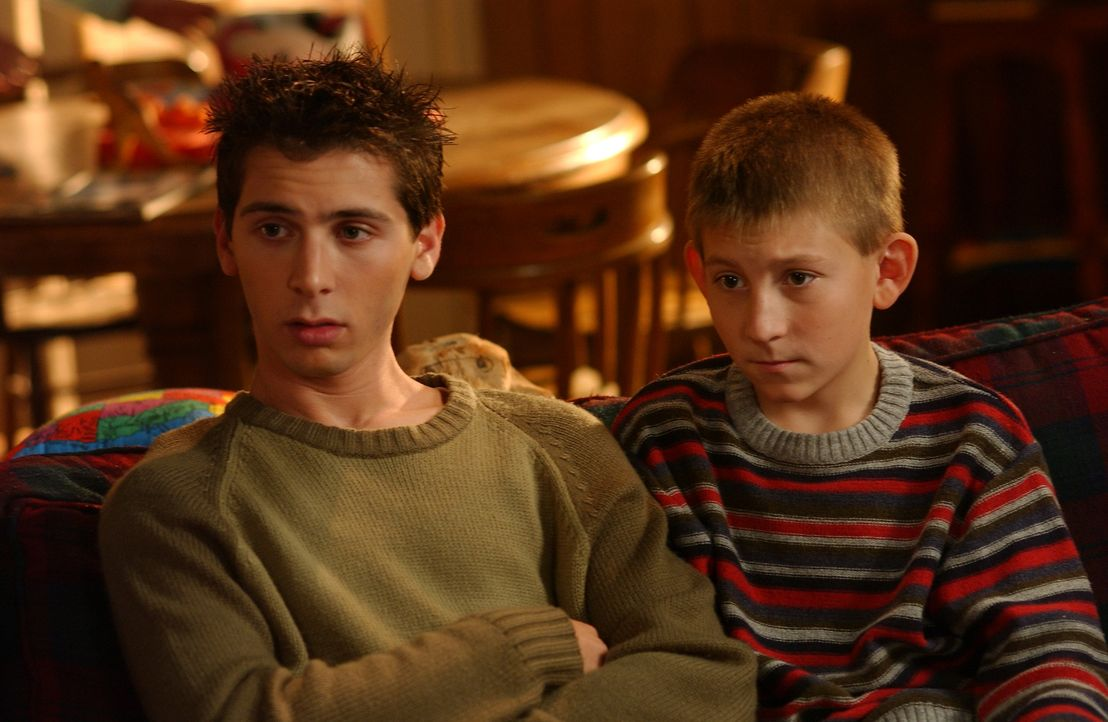 Malcolm muss feststellen, dass Reese (Justin Berfield, l.) und Dewey (Erik Per Sullivan, r.) ihn schief angucken. Aber warum nur? - Bildquelle: TM &   2005 - 2006 Twentieth Century Fox Film Corporation and Regency Entertainment (USA), Inc.