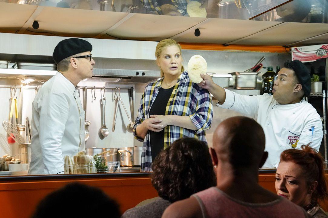 (v.l.n.r.) Rudy (French Stewart); Tammy (Kristen Johnston); Paul (Reggie De Leon) - Bildquelle: Robert Voets Warner Bros. Entertainment, Inc. / Robert Voets