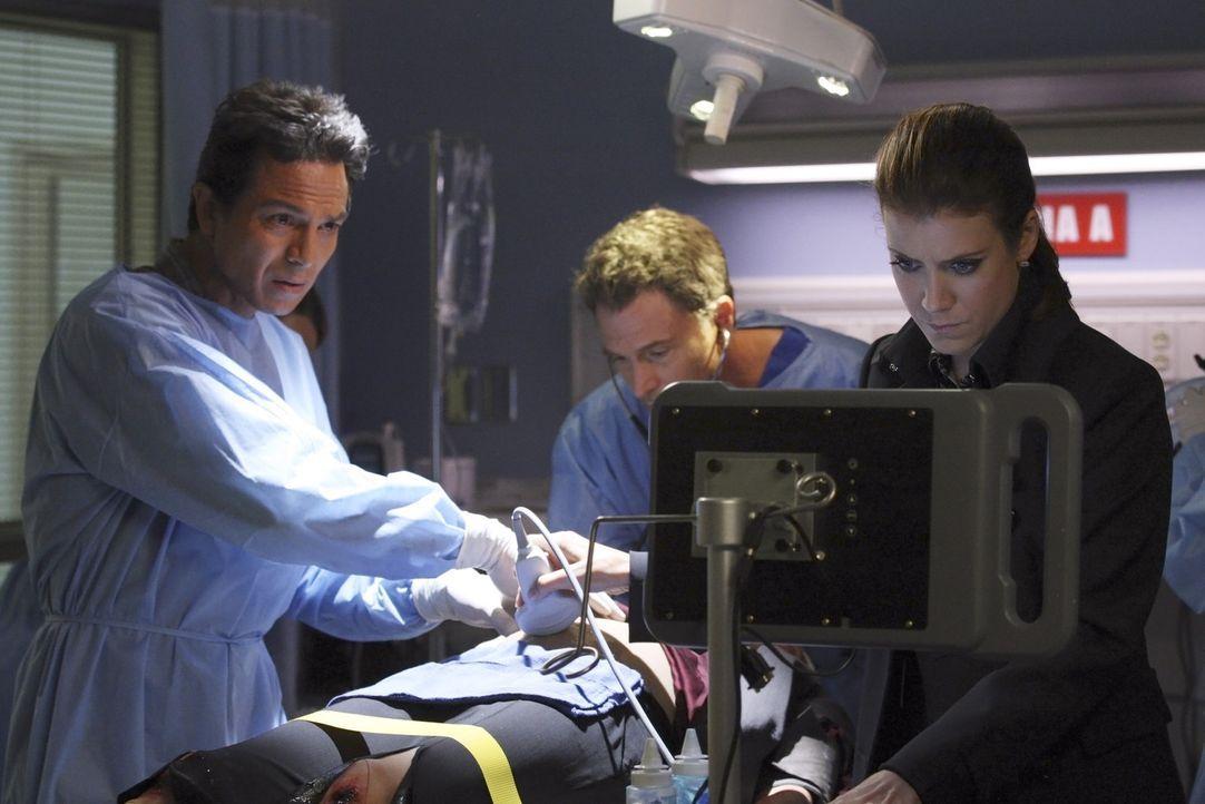 Müssen sich zwischen zwei Leben entscheiden: Jack (Benjamin Bratt, l.), Pete (Tim Daly, M.) und Addison (Kate Walsh, r.) ... - Bildquelle: ABC Studios