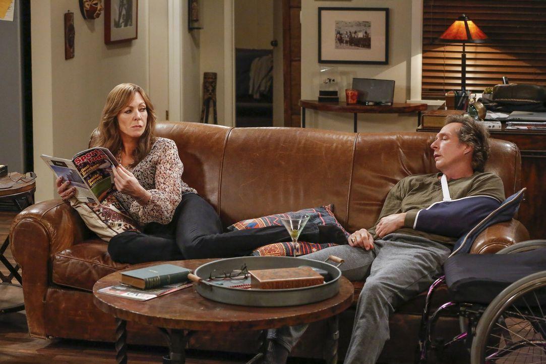 Nachdem Adam (William Fichtner, r.) ein Autounfall hat und sich herausstellt, dass nach wie vor seine Ex-Frau sein Notfallkontakt ist, sitzt die Ent... - Bildquelle: 2016 Warner Bros. Entertainment, Inc.