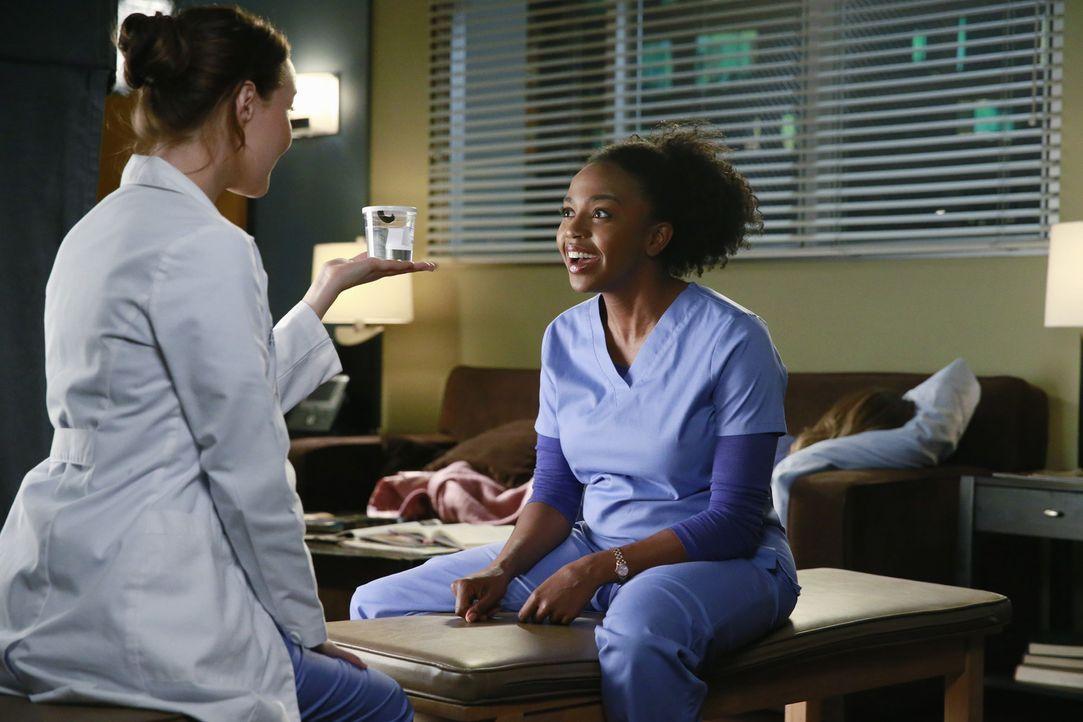Während Meredith immer noch von den vergangenen Ereignissen geprägt ist, können Jo (Camilla Luddington, l.) und Stephanie (Jerrika Hinton, r.) nicht... - Bildquelle: ABC Studios