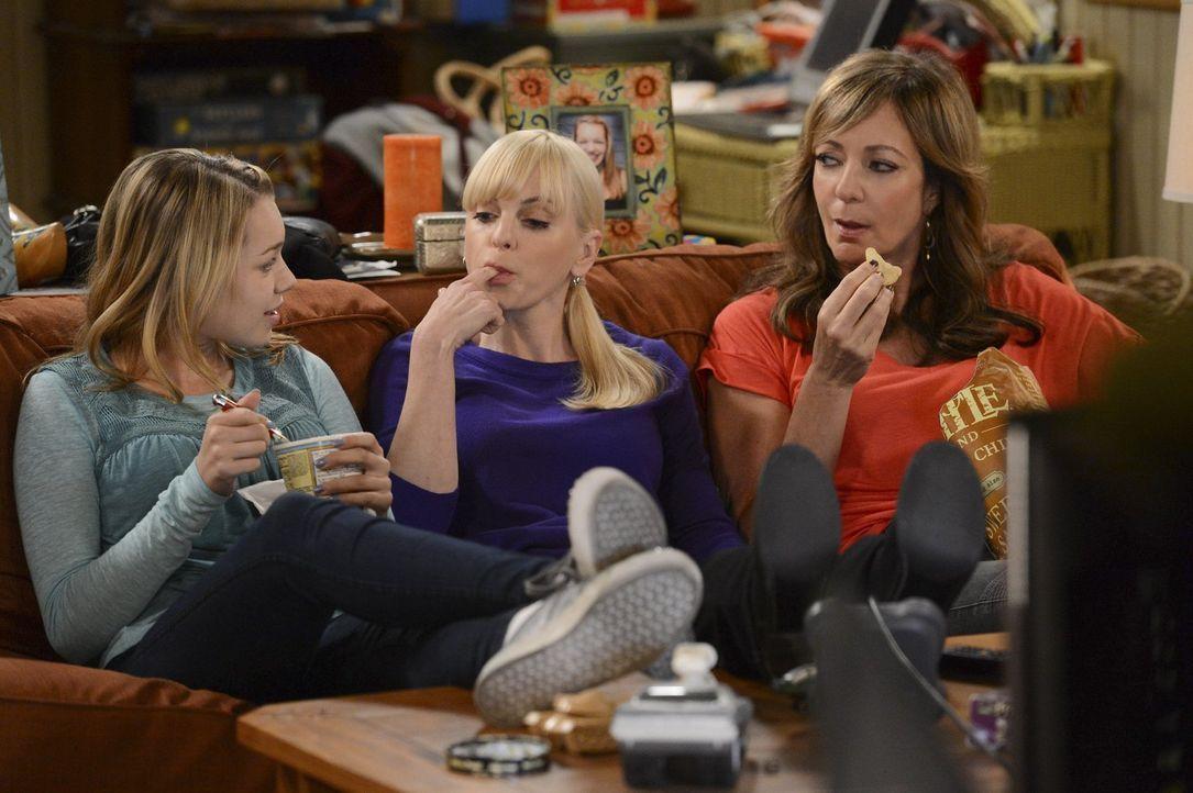 Christy (Anna Faris, M.) erzählt ihrer Mutter Bonnie (Allison Janney, r.) und ihrer Tochter Violet (Sadie Calvano, l.) vom letzten Date mit Adam: Er... - Bildquelle: Warner Brothers Entertainment Inc.