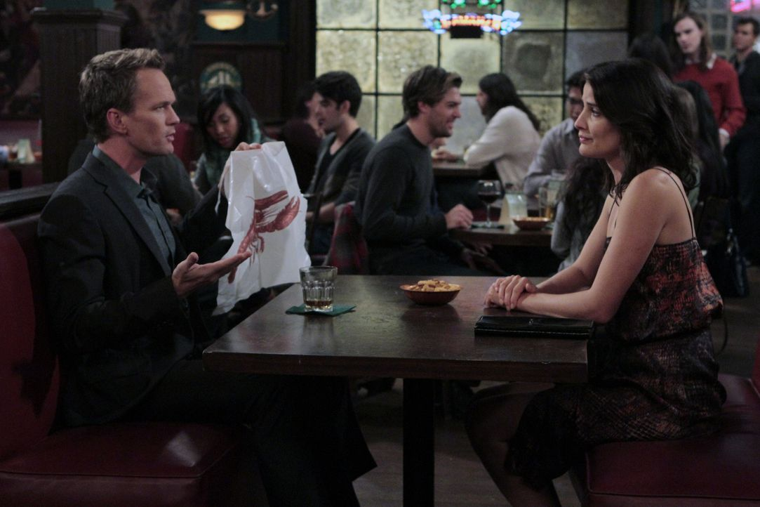 Robin (Cobie Smulders, r.) hat wieder Interesse an Barney (Neil Patrick Harris, l.) und flirtet mit ihm wie ein Teenager. Doch wird sie damit an ihr... - Bildquelle: 2012-2013 Twentieth Century Fox Film Corporation. All rights reserved.