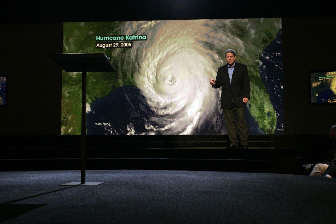 Mit einer Mischung aus nackten Fakten, humorvollen Anmerkungen und charmanter Moderation versucht Al Gore dem Volk die Gefahren des Klimawandels näh... - Bildquelle: PARAMOUNT CLASSICS A DIVISION OF PARAMOUNT PICTURES. ALL RIGHTS RESERVED.