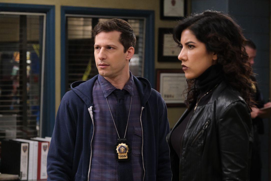 Jake Peralta (Andy Samberg, l.); Rosa Diaz (Stephanie Beatriz, r.) - Bildquelle: Tyler Golden 2019 UNIVERSAL TELEVISION LLC. All rights reserved. / Tyler Golden