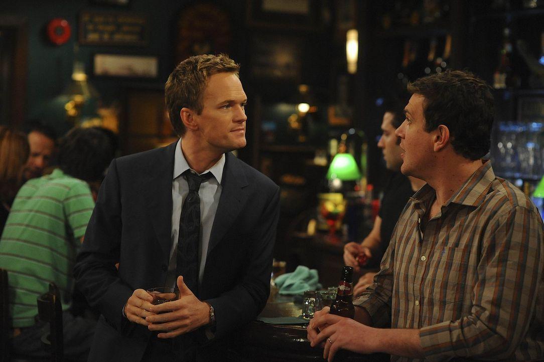 Gestehen Ted die Wahrheit: Marshall (Jason Segel, r.) und Barney (Neil Patrick Harris, l.) ... - Bildquelle: 20th Century Fox International Television