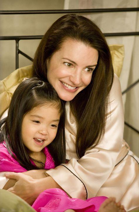 Wenn ihr Adoptivtöchterchen Lily (Alexandra / Parker Fong, l.) doch nicht alles nachplappern würde, was ihre Freundinnen so freimütig äußern: C... - Bildquelle: Warner Brothers