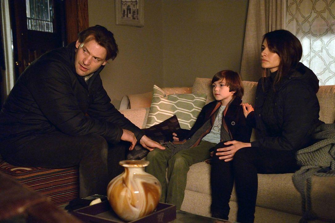 Eph (Corey Stoll, l.) und Nora (Mia Maestro, r.) versuchen Zach (Ben Hyland, M.) klarzumachen, was da draußen passiert. Doch können sie ihn auch dav... - Bildquelle: 2014 Fox and its related entities. All rights reserved.