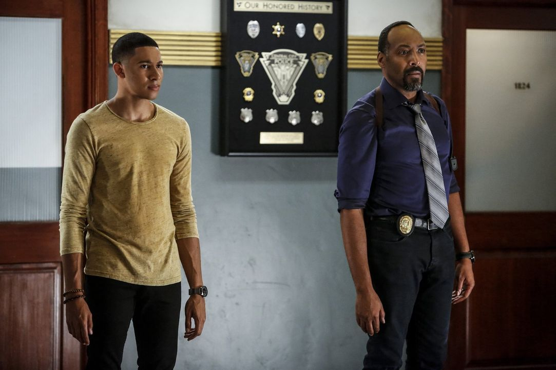 Während Wallys (Keiynan Lonsdale, l.) Hoffnungen darauf, ebenfalls ein Speedster zu werden, durch Jesse verstärkt wurden, möchte Joe (Jesse L. Marti... - Bildquelle: 2016 Warner Bros.